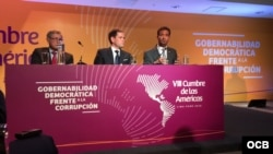 Legisladores de EEUU, Paul Cook (iz), Marco Rubio (centro) y Carlos Curbelo (dr).