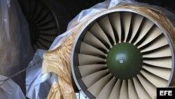 Autoridades panameñas presentan un grupo de contenedores con piezas de aviones de guerra procedentes de Cuba.
