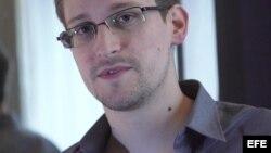 Enmienda a proyecto de ley de gastos federales a países que otorguen asilo a Snowden