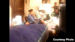 Vecinos a la espera de ser evacuados en la calle Oquendo/ Cortesía de Cubanet