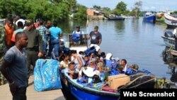 Migrantes cruzan el Golfo de Urabá, que se extiende entre Colombia y Panamá.
