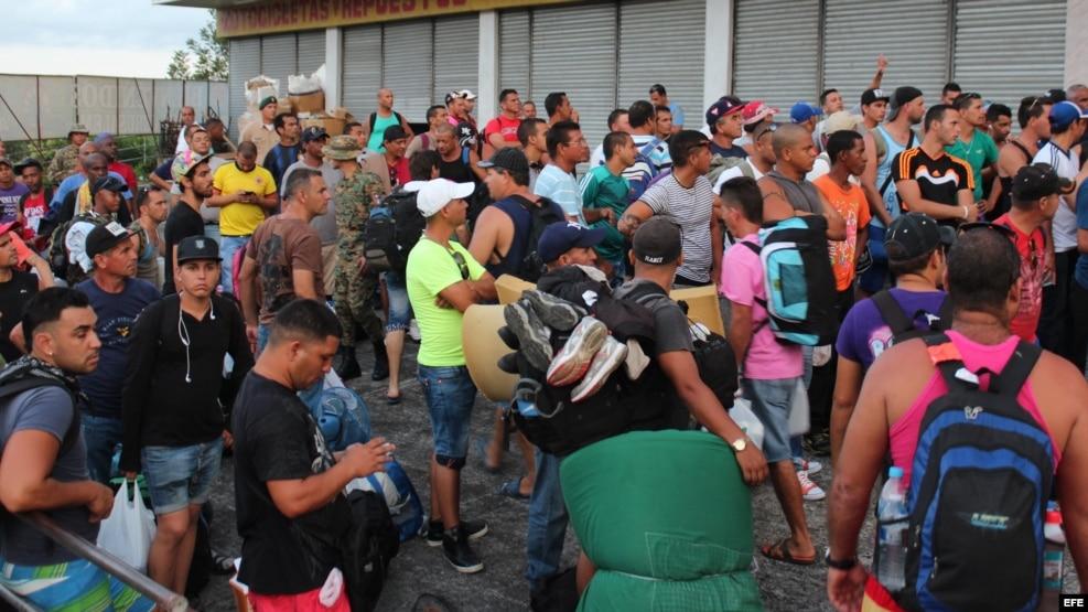 La crisis migratoria cubana se intensificó en noviembre del 2015. En Turbo, Colombia, permanecen varados más de 1.000 cubanos.