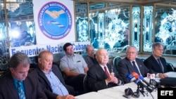 Organizaciones de exiliados cubanos reunidos en el restaurante Versailles, en Miami.