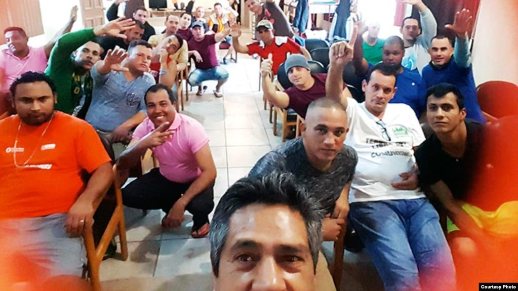 """Medio centenar dee migrantes cubanos han sido acogidos en el centro """"Barrios para Cristo"""", de Nuevo Laredo."""