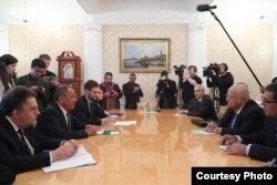Ricardo Cabrisas en conversaciones con Serguei Lavrov en Moscú