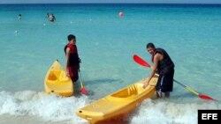 Turistas en playas cubanas