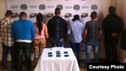 La policía de Risaralda, Colombia, detuvo a estos siete cubanos que viajaban sin documentos hacia Medellín.