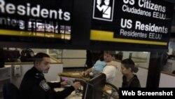 EEUU Inmigración. Aeropuerto Internacional de Miami
