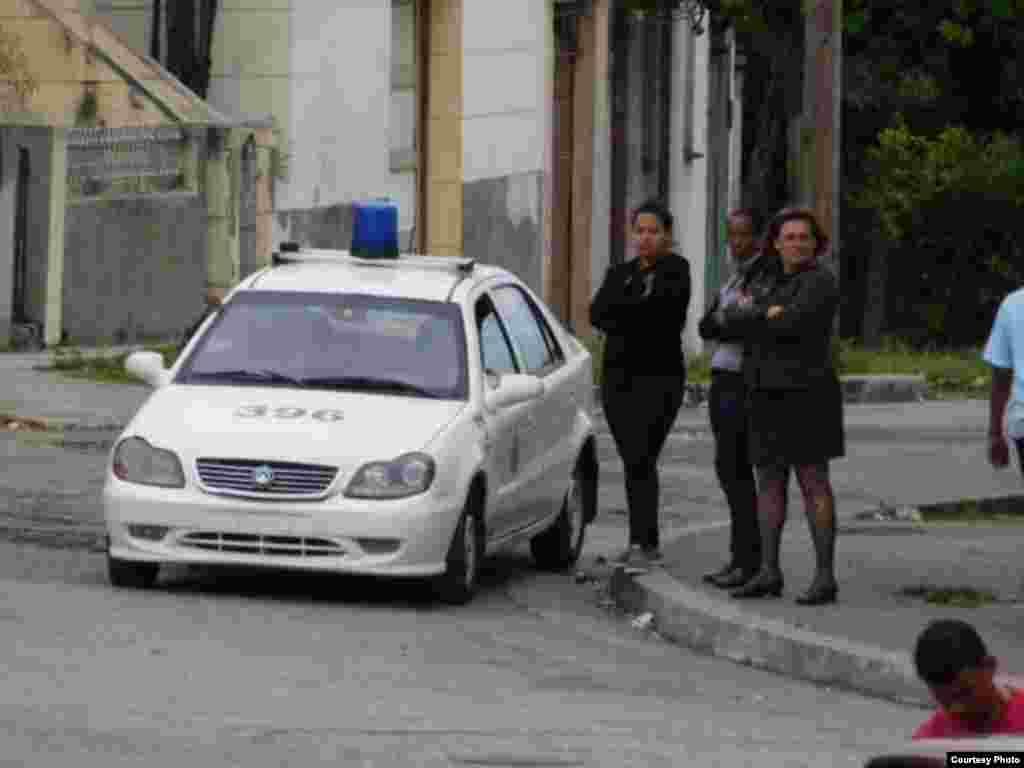 Patrulla policial utilizada contra activistas de #TodosMarchamos.