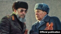 Fidel Castro en la Plaza Roja, junto a Andrei Gromiko (d)