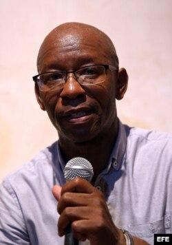 El disidente Manuel Cuesta Morúa, de Arco Progresista, encabeza una rueda de prensa el lunes 10 de agosto de 2015, en La Habana.
