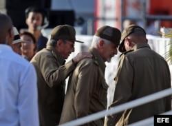 Raúl Castro y Ramiro Valdés. (Archivo)