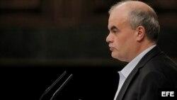 El diputado de la UPyD Carlos Martínez Gorriarán interpeló al gobierno sobre la ayuda a los expresos cubanos sin empleo.