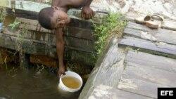 Evite sacar agua de un pozo, tras el paso de una tormenta, porque podría estar contaminado.
