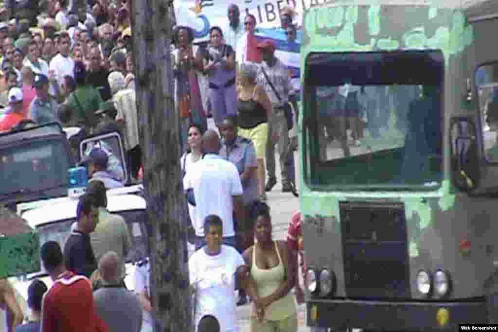 Arresto de Dama de Blanco Sayli Navarro en Colón, domingo 15.