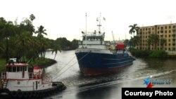 """El barco """"Ana Cecilia"""" parte del Río Miami rumbo a La Habana Foto/ Ricardo Quintana"""