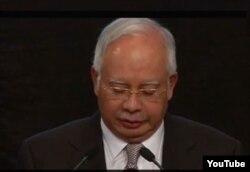 El primer ministro de Malasia, Najib Razak, presenta la fatídica conclusión. el avión perdido se estrelló en el Indico.