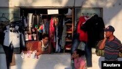 Una tiendita de ropa en La Habana.