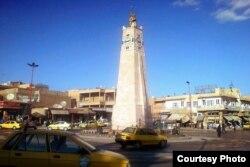 """Torre del Reloj en Raqqua. En este lugar, donde fueron crucificados cristianos, halló la muerte """"el yihadista John""""."""