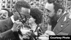 Fidel Castro y Agostinho Neto