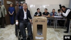Presidente Lenin Moreno vota la consulta popular en Ecuador