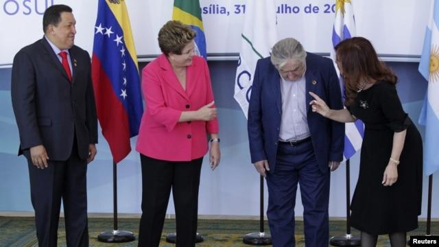 ARCHIVO. Hugo Chávez, Dilma Rousseff, José Mujica y Cristina Fernández de Kirchner