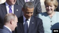 El presidente ruso, Vladímir Putin (delante izq); el presidente de Estados Unidos, Barack Obama (c); y la canciller alemana, Angela Merkel, posan para una fotografía.