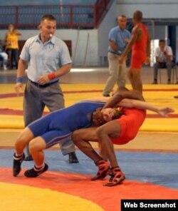 El cubano Maykel Anache (d) en los 59 kilogramos.