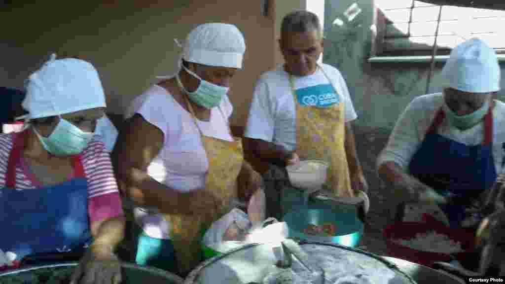 Imagen del último almuerzo a desamparados / Twitter del Proyecto Capitán Tondique
