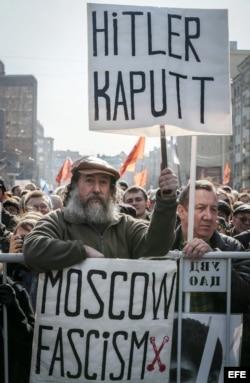 Manifestantes contra la política del Kremlin en Moscú.