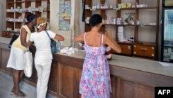 La escasez de medicamentos obligó al gobierno a tomar medidas adicionales de control para su distribución.