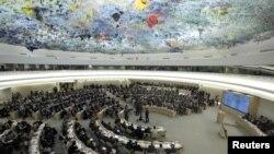La resolución aprobada en Ginebra exige a Siria que autorice la entrada irrestricta al país de agencias humanitarias y representantes de la ONU.