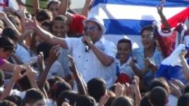 Arnaldo y su Talismán en el asedio a los activistas de Estado de Sats.
