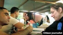 Reporta Cuba. Tania Bruguera visita a El Sexto. Foto: FB Bruguera.