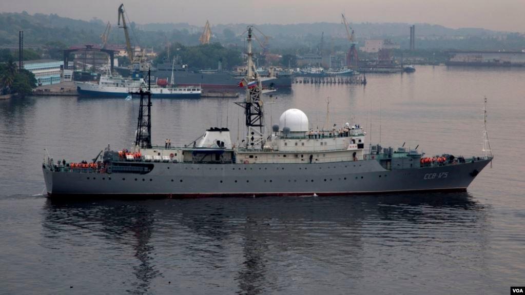 El barco ruso SSV-175 Viktor Leonov en la bahía de La Habana. (Foto: Archivo)