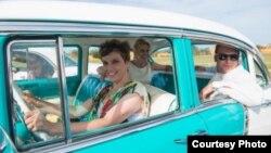 Casarse en un viejo clásico de los 50 es una de las opciones turísticas de eta empresa.