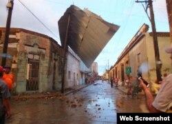 Tornado en Centro Histórico de Camagüey deja casas sin techos. Foto Radio Cadena Agramonte