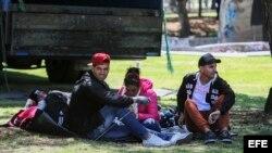 Ciudadanos cubanos que viven en Ecuador y buscan visado humanitario para ir a Estados Unidos. EFE