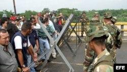 La Guardia Nacional de Venezuela mantiene cerrada la frontera entre Colombia y Venezuela. Archivo.