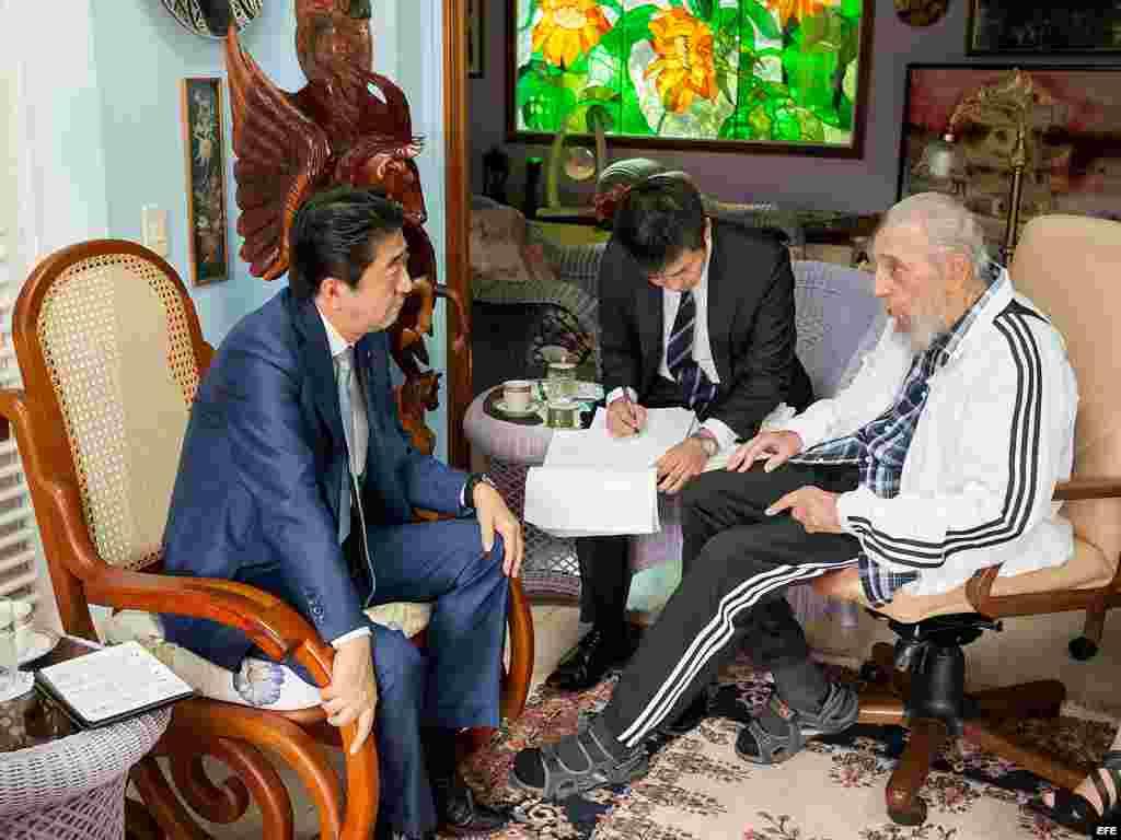 Primer ministro japonés se reúne con líder Fidel Castro en La Habana