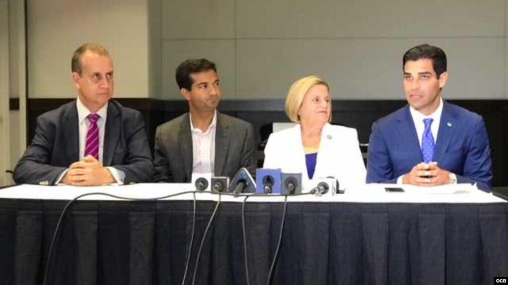 Los congresistas Ileana Ros-Lehtinen, Carlos Curbelo y Mario Díaz-Balart, y el alcalde de Miami, Francis Suárez, en conferencia de prensa sobre situación en Nicaragua.