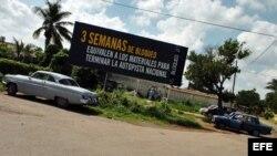Cartel en Cuba, puesto por el régimen, contra el embargo estadounidense.