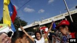 Simpatizantes de Chávez celebran su regreso