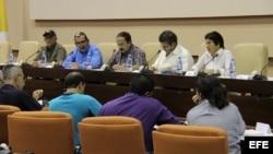Fotografía de archivo de integrantes de las FARC, durante una conferencia de prensa el jueves 6 de septiembre de 2012, en La Habana (Cuba).