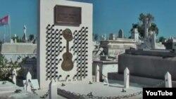 Reporta Cuba. Mausoleo a Compay Segundo músico representativo de la cultura cubana.