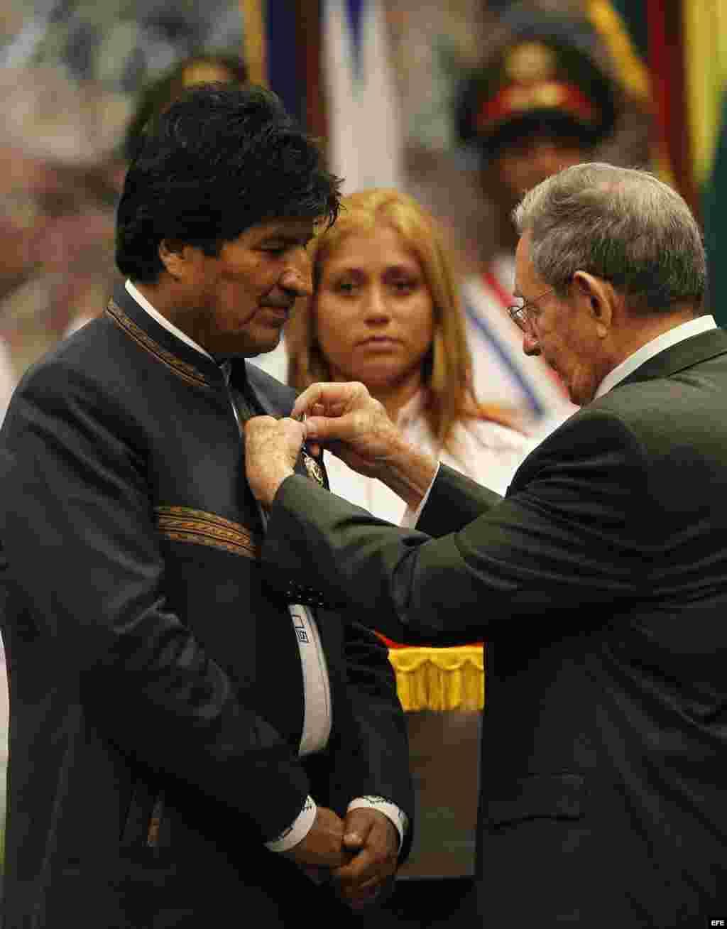 Raúl Castro condecoró a Evo Morales con la orden José Martí, la más alta distinción que otorga el Gobierno cubano.