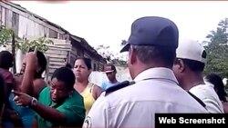 Residentes del Chango protestan ante las autoridades tras amenaza de desalojo.