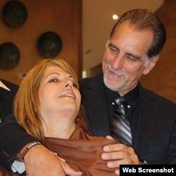 Olga Salanueva y su esposo René González, Facebook Foto.