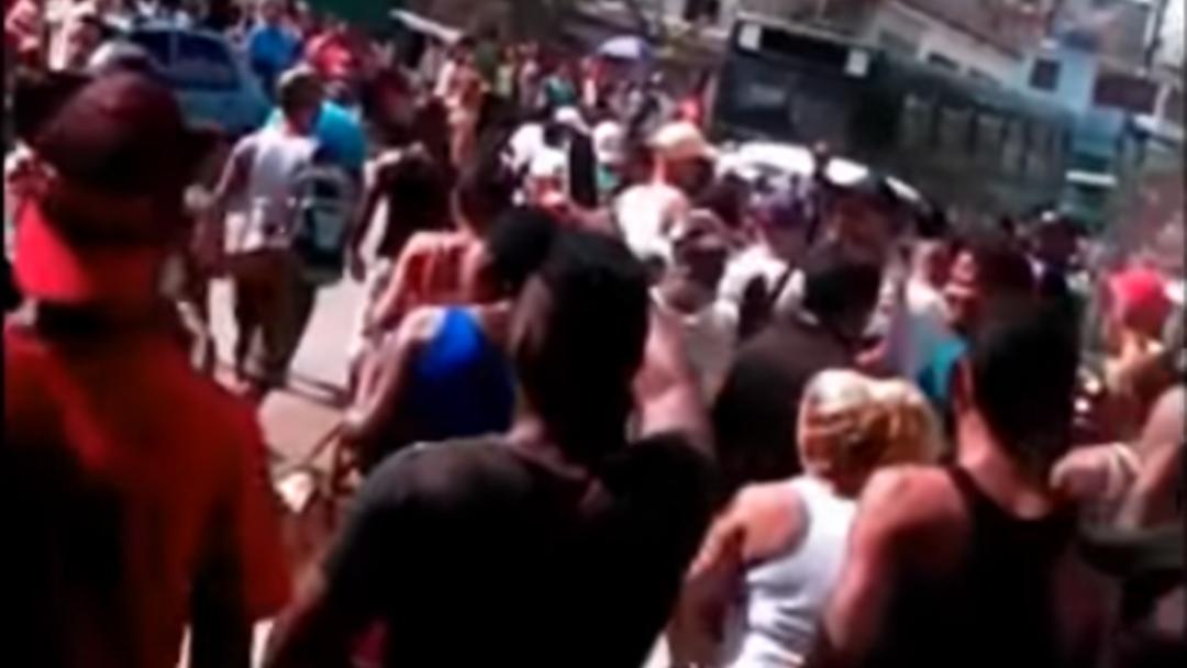 Resultado de imagen para Multitudinaria protesta en barrio de La Habana por abuso policial