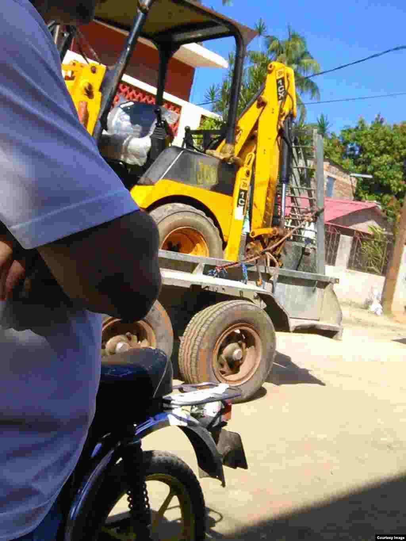Maquinaria utilizada para la demolición del templo cristiano en Camagüey.